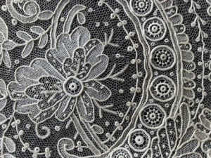 6x8 square centimeters of lace